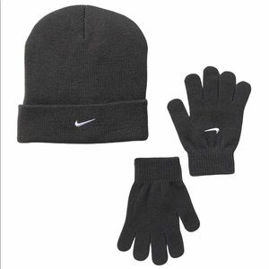 Nike cuffed Beanie & Glove Set youth Boys New Gray